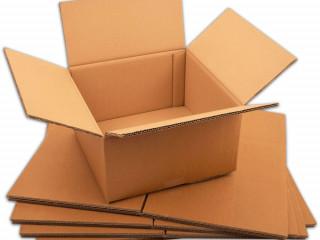 Przepakowywanie towarów w magazynie wysylkowym/Venlo