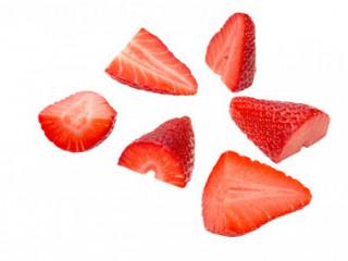 Praca produkcyjna przy krojeniu truskawki / sałatki owocowe, Venlo
